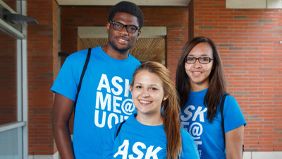 Student volunteers at UOIT orientation